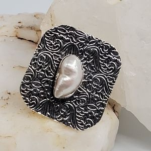 Natural Freshwater Pearl Silver Ring Floral Motive